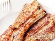 Крехки свински ребра в пикантна марината